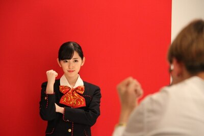 """℃-uteの鈴木愛理が""""ひまりん""""と一緒に笑顔でガッツポーズ!"""