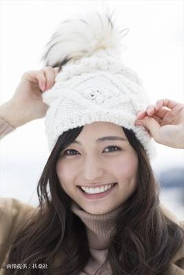 SNSで話題の22歳・山賀琴子が初のスタイルブック「新しい自分に気付けました」