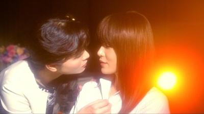 山口紗弥加、禁断のキス寸前シーン!?「女囚セブン」シーンカットを公開!