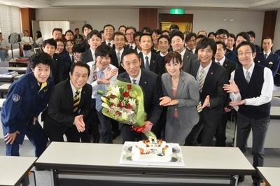 内藤剛志の誕生日を共演者がサプライズでお祝い!
