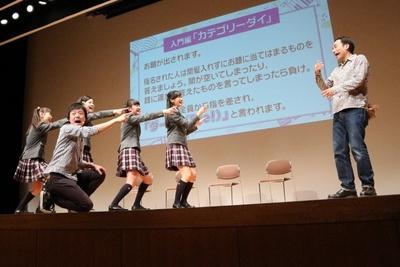 殻はひび割れ!? さくら学院が剣舞&即興劇の公開授業開催
