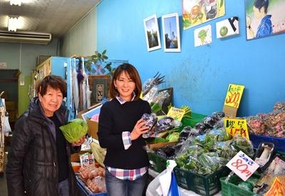 「石鍋青果店」の3代目店主・石鍋美代子さん(左)と鈴木昌子さん(右)は仲良し母娘。「娘はいいわよ、あなたも女の子産みなさい」とは美代子さんのお言葉