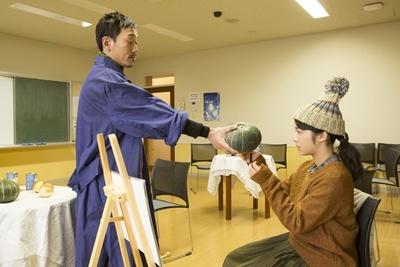 講義を受けるシーンも「東京未来大学」の教室を使用