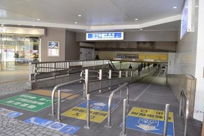 北千住駅は西口と東口をつなぐ連絡通路があって便利