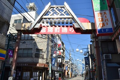 千住宿本陣があったことから「宿場町通り」と呼ばれる「北千住サンロード商店街」