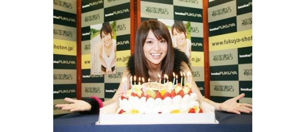 21歳の誕生日を迎え、「もっと貪欲(どんよく)にいきたい」と語った大島優子