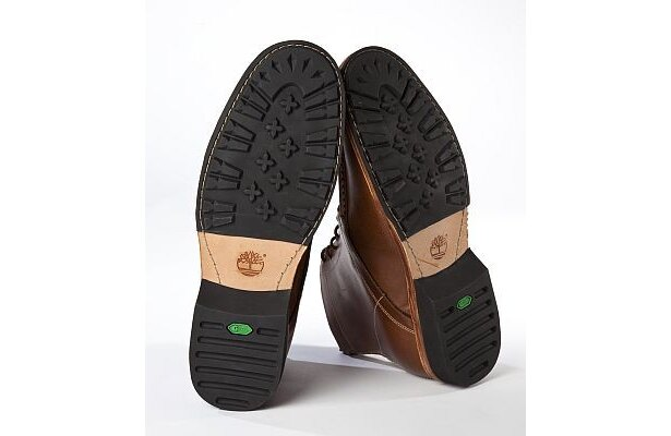 靴底は廃タイヤを再利用したとは思えない仕上がり!