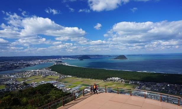 【写真】絶景が広がる鏡山展望台