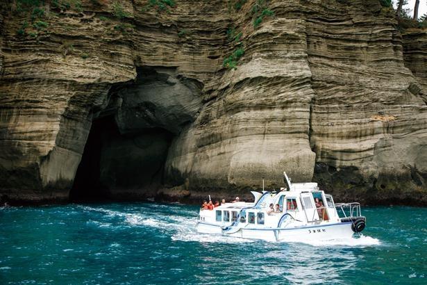 遊覧船に乗って堂ヶ島など西伊豆の海を巡る。幻想的な雰囲気の天窓洞は必見 / 堂ヶ島天窓洞