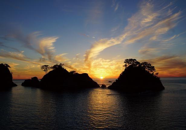 「日本の夕陽百選」に選定された堂ヶ島海岸