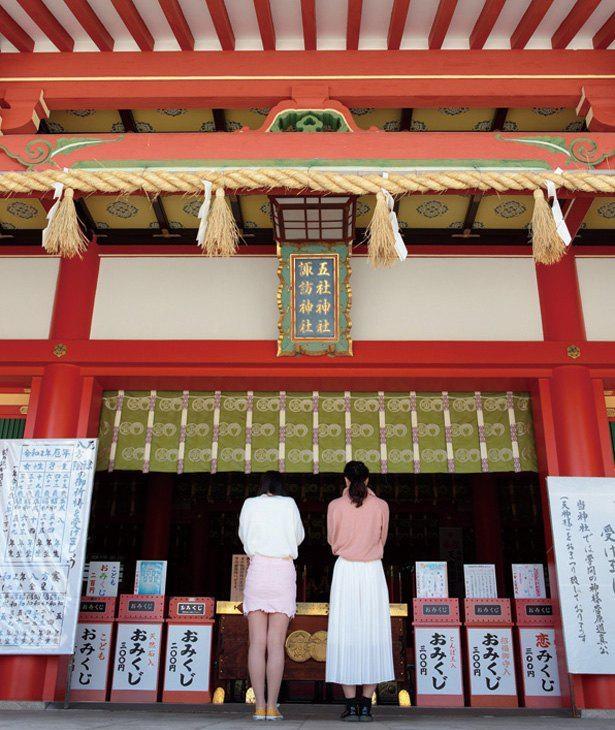 朱色と金色で彩られた社殿は、見ごたえばっちり / 五社神社・諏訪神社