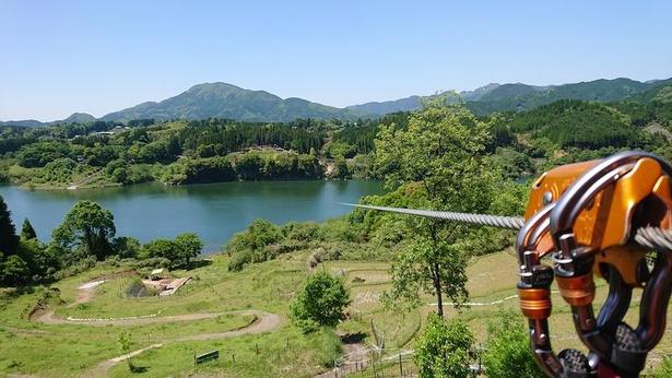 ダム湖越えの全長510mのジップスライドは爽快(フォレストアドベンチャー・美里)