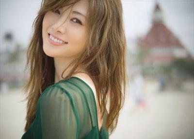 白石麻衣 2nd写真集「パスポート」 注目ショット  5/20