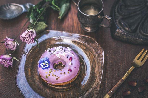 パステルカラーの春らしいドーナツは女性にも喜ばれる