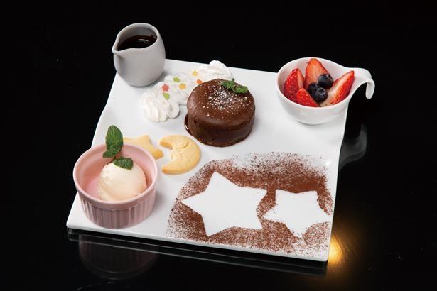 中からチョコレートがとろける「フォンダンショコラ」(780円) / ACHI BASE