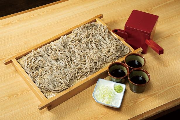 名物メニュー「おにひら」(税込 1750円)は、圧巻の約540g! / 蕎麦処 おにひら 昼神店
