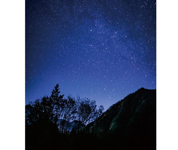 【写真】合図と共に山頂施設の照明を消灯。輝く星が見られる / ヘブンスそのはら