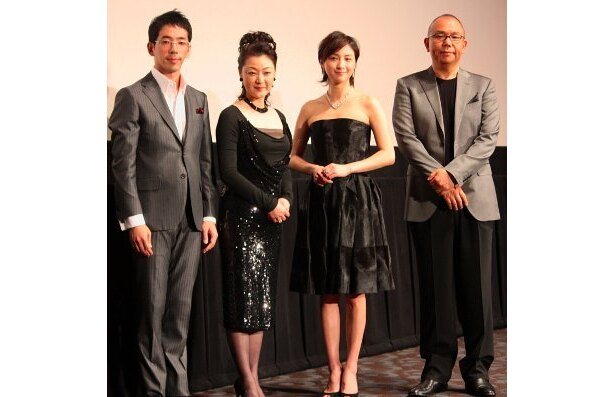中谷美紀退場後、4人でフォトセッション