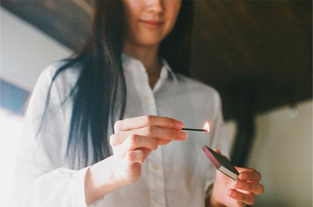 マッチのように火を付けるお香「hibi」