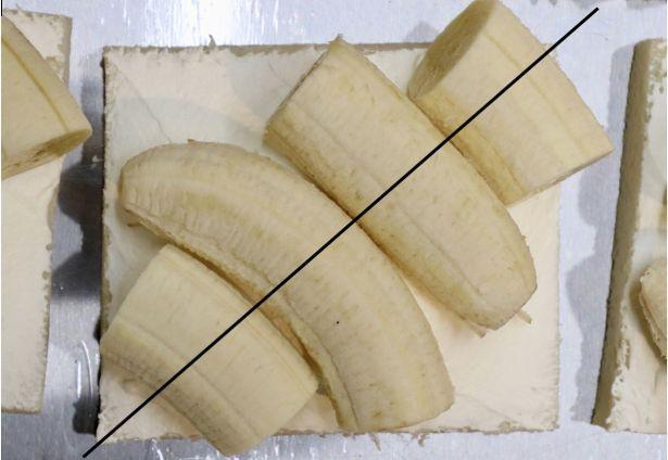 サンドを対角線に切ったとき、バナナの丸い断面が並ぶように