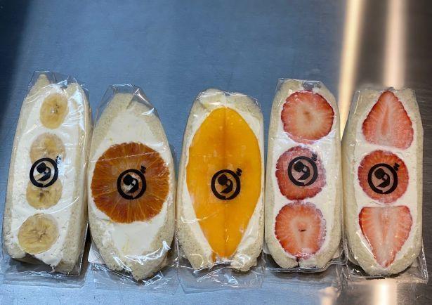 断面出来上がり図。左端がバナナ、右端は2タイプのイチゴ
