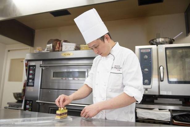 個性の光るフランス菓子を生み出す、オーナーの清家さん