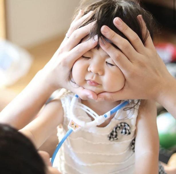 両手に収まらなくなり、成長をかんじることも / @411.kaoriiiiさんの赤ちゃんおにぎり