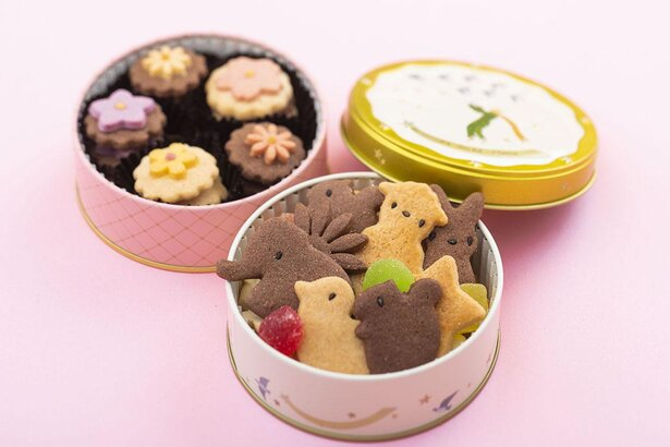 童話のような世界観そのままの、メルヘンクッキー缶とお花のクッキー缶