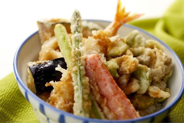 家庭の食卓を応援!「さん天」季節のお持ち帰り天丼が全国で100円引き