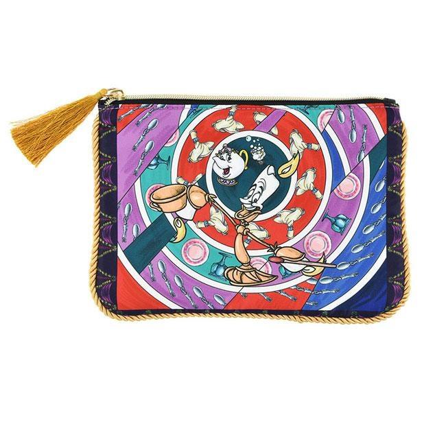 スカーフ風のアートがオシャレなポーチ(1600円)
