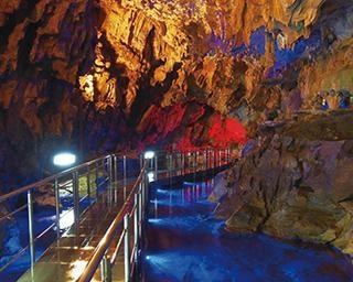 神秘の空間が広がる大鍾乳洞を楽しむ!グルメや温泉も満喫する岐阜・高山ドライブ