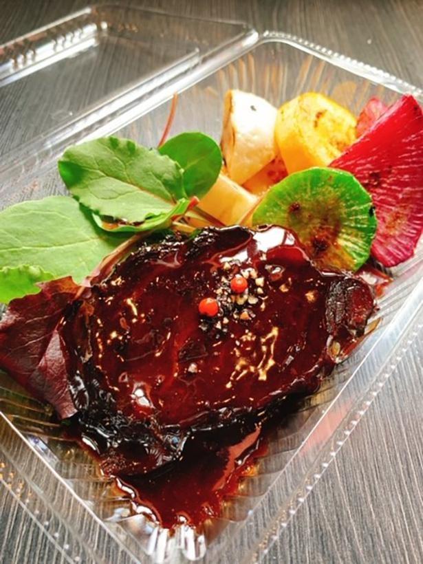「ビストロ&バル ジィーロ」の牛ホホの赤ワイン煮込み(1300円)