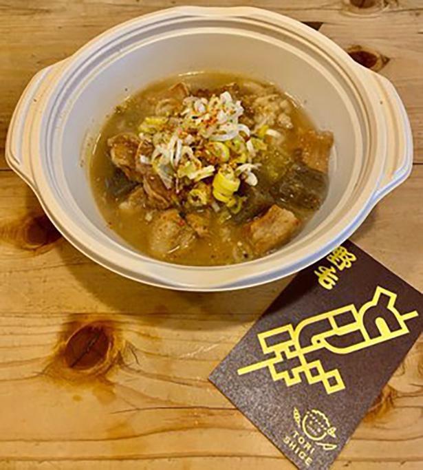 「鳥しげ」の牛モツ煮込み(500円)