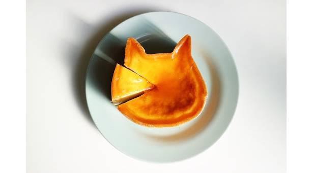 猫のシルエットがかわいらしい「ねこねこチーズケーキ」(1800円)