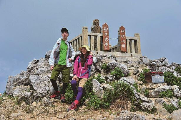 山頂にある日本武尊像