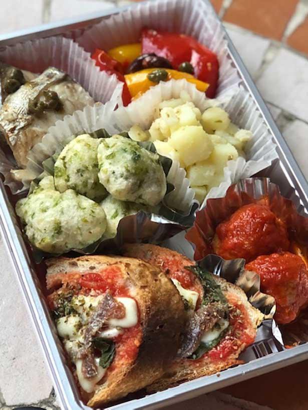 「ピッツェリア キアッキェローネ」のグリル野菜がのったオルトラーナ(1600円)
