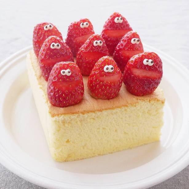 シンプルなケーキも、苺合唱団のトッピングでグンとかわいくなる