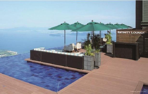 湖北の景色が望めるNorth Terrace Infinity Lounge