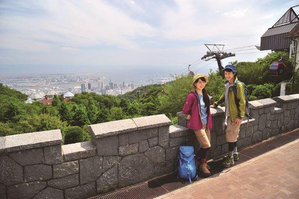 【写真】ハーブ園山頂駅横の展望プラザから眺める神戸の絶景