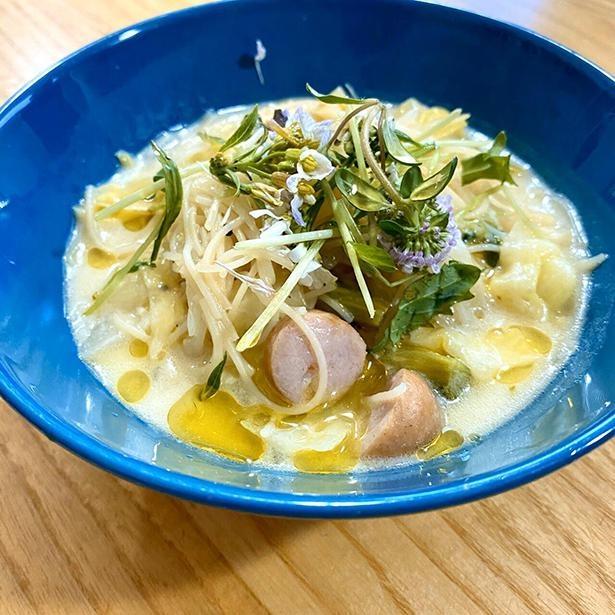 「もっと食べたい!さっぱり!」をテーマにパティシエエスコヤマの小山進シェフが考案した、「ヨーグルトと塩麹のスープビーフン」