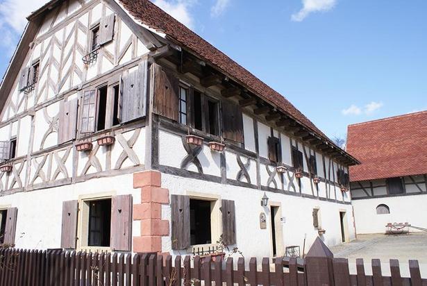 フランスのアルザス地方の家。1582年にフランスで建てられたものを移築している