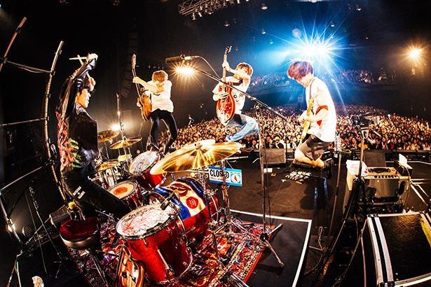 【写真】2019年10月11日のZepp Nagoya公演で、4人組バンドとして復活したgo!go!vanillas(写真は東京公演の模様)