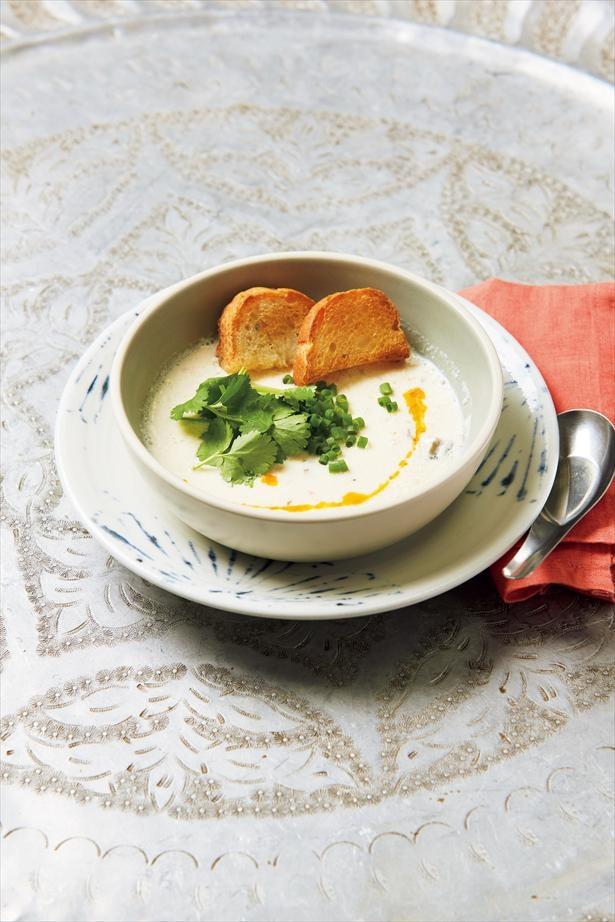 コツは、豆乳は煮立つ直前まで熱々に温めること!黒酢や塩と混ぜるとおぼろ豆腐のようになる