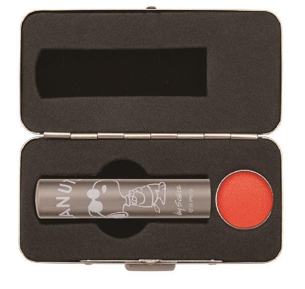 【写真】丈夫なステンレス製のケースは、縦45×横90×厚み25ミリ
