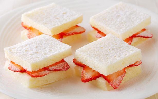 苺とマスカルポーネクリームサンドウィッチ/ホテルニューオータニ大阪