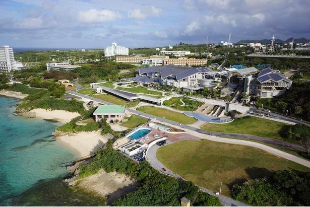 海洋博公園の中に位置する沖縄美ら海水族館