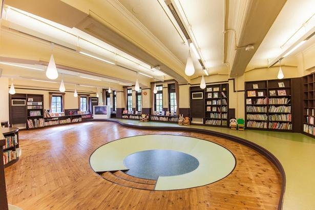 小さい子供連れなら、こども図書館で過ごすのも楽しい