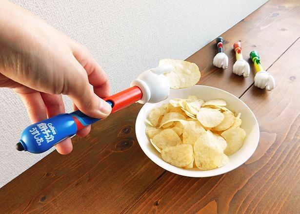 テレビやスマホゲームのお供に!手を使わずに食べられるポテトチップス専用デバイス