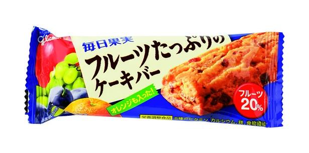 毎日果実 フルーツたっぷりのケーキバー(江崎グリコ、オープン価格/1本 153kcal)