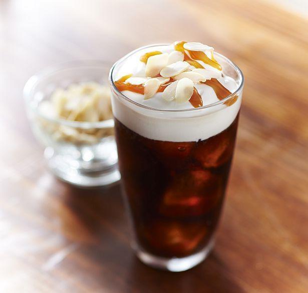 ホイップクリームを合わせた「アイス ウインナー コーヒー」